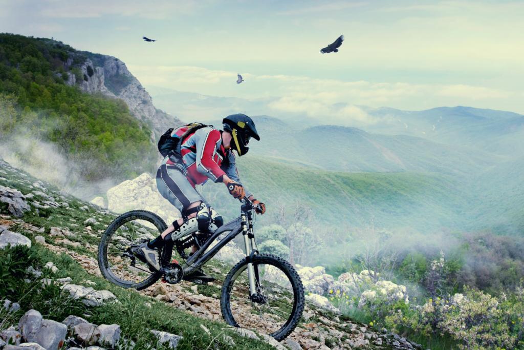rowerzysta jeździ na wygodnym rowerze górskim po górskich szlakach